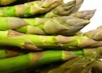 Salat mit grünem Spargel und Putenbrust