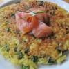 Kartoffel-Lauch-Puffer mit Lachs und Pfefferminz-Dip