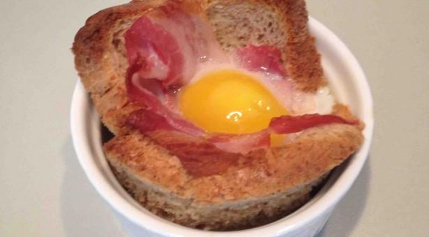 Eier mit Speck im Förmchen